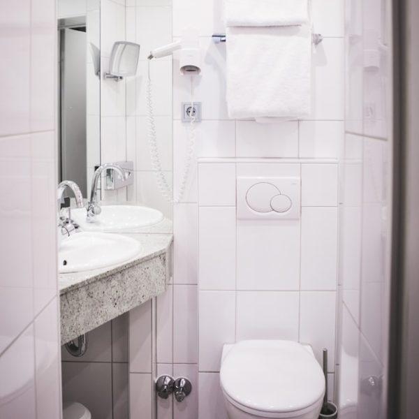 Das WC im Business Doppelzimmer