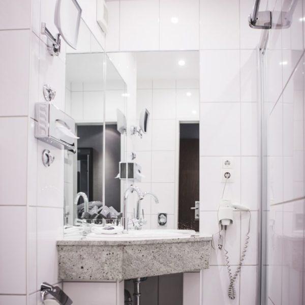 Das Waschbecken im Business Doppelzimmer