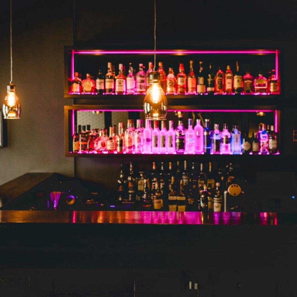 Leons-Liquid-Lounge-Bar