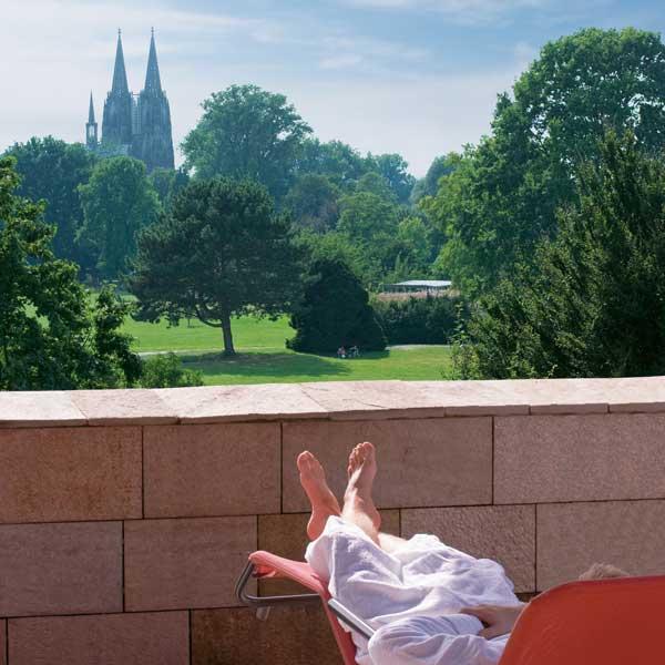Claudius Therme Hotel Arrangement. HAA. Terrasse mit Blick auf den Dom